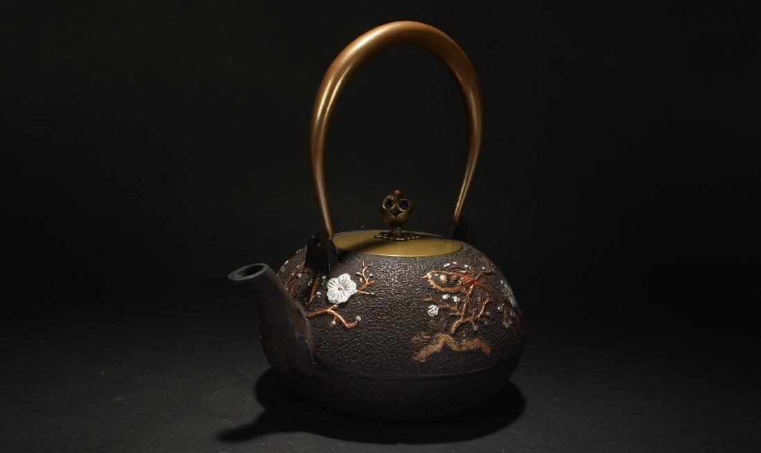 A Chinese Spring-fortnue Estate Metal Tea Pot