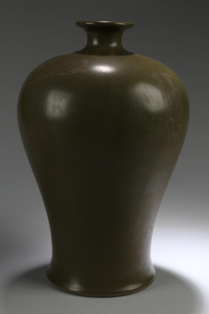 A Chinese Plain-style Estate Green Porcelain Vase