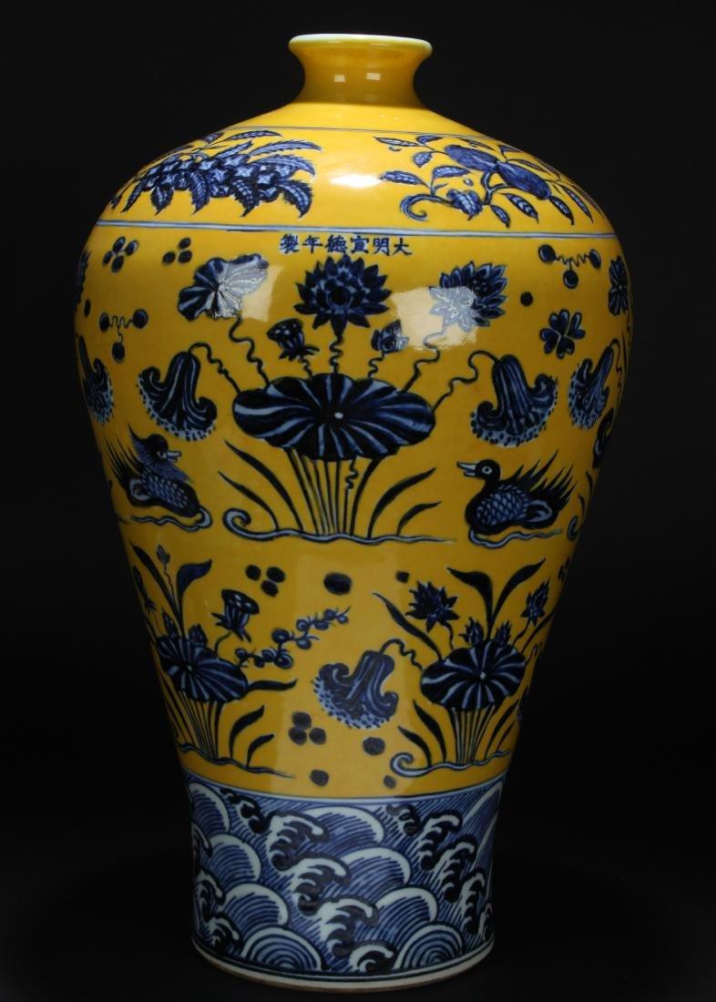 A Chinese Aqua-fortune Estate Porcelain Vase