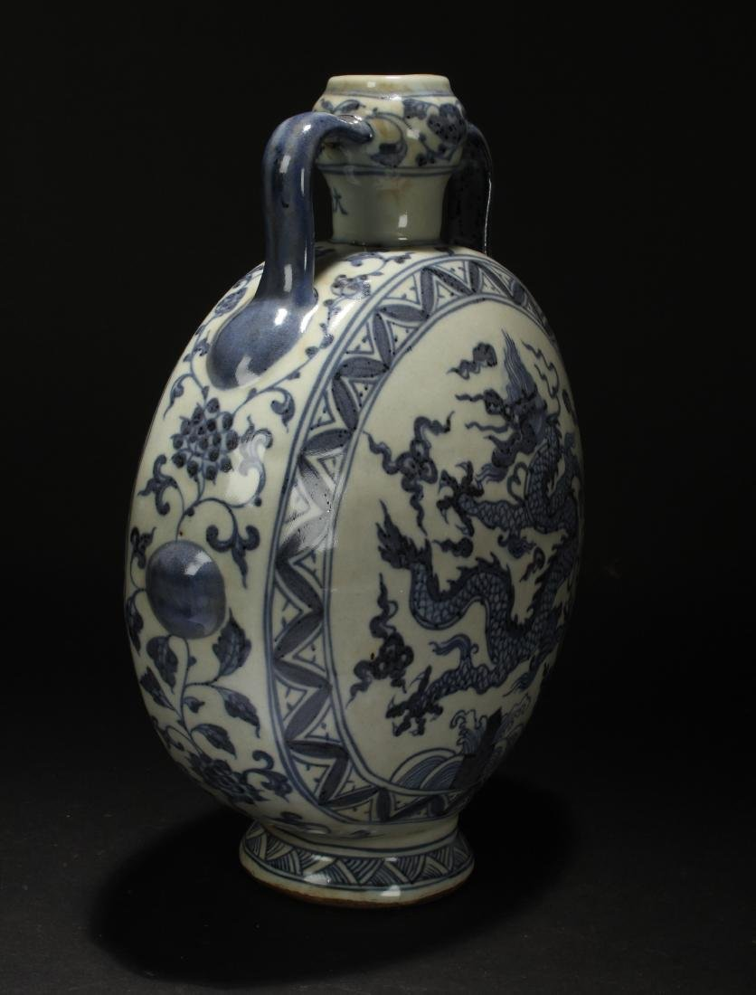 A Chinese Blue and White Dragon-decorating Estate - 2