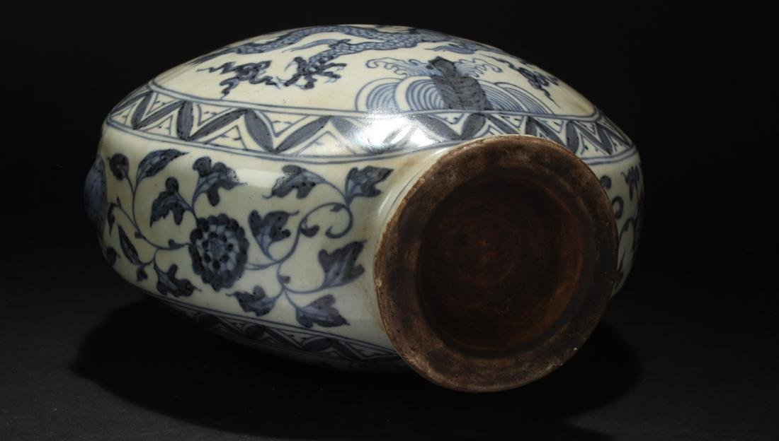 A Chinese Blue and White Dragon-decorating Estate - 5