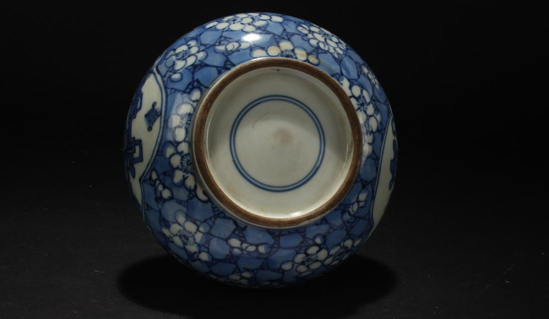 A Chinese Blue and White Estate Porcelain Vase - 7