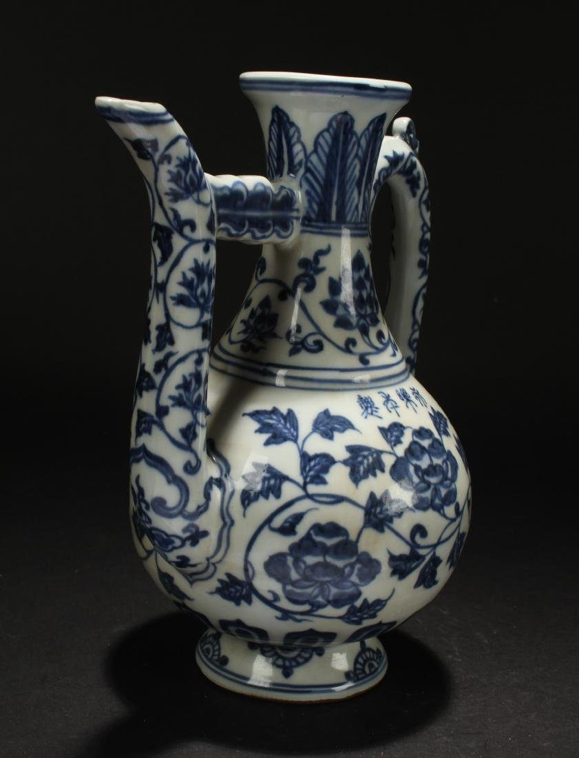 A Chinese Blue and White Estate Porcelain Ewer Display - 2