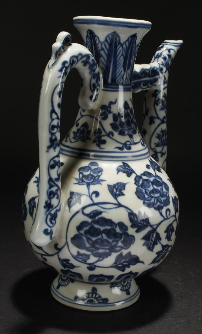 A Chinese Blue and White Estate Porcelain Ewer Display - 4