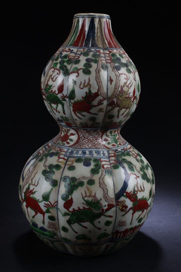 A Chinese Calabash-shape Estate Porcelain Vase Display - 2