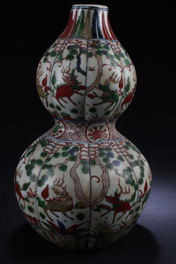 A Chinese Calabash-shape Estate Porcelain Vase Display - 3