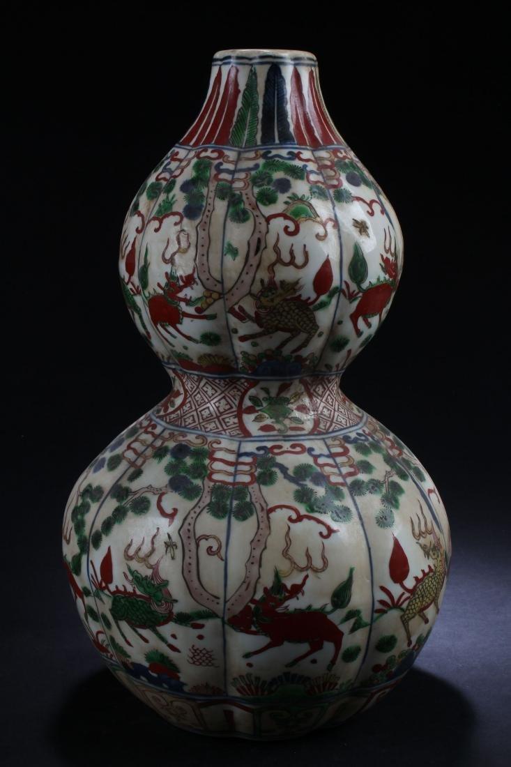 A Chinese Calabash-shape Estate Porcelain Vase Display - 4
