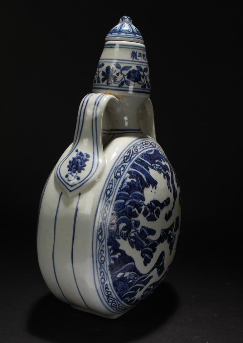 A Chinese Dragon-decorating Blue and White Porcelain - 5