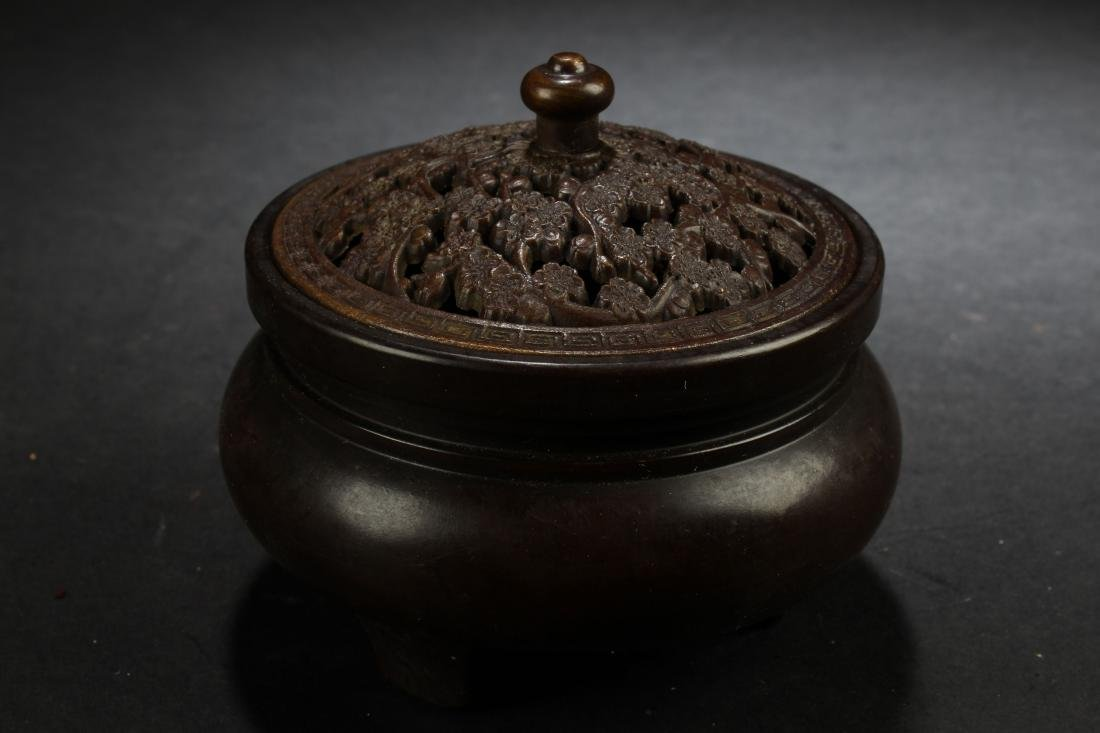 A Chinese Lidded Estate Censer Display - 2