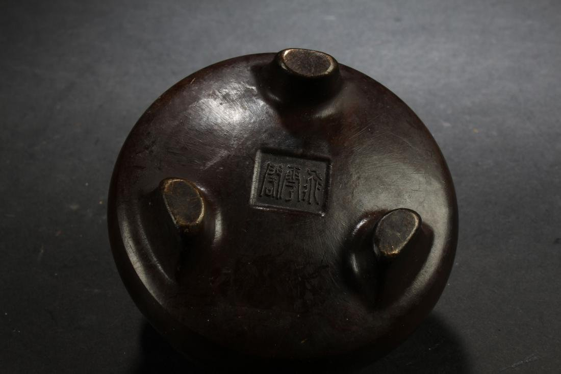 A Chinese Lidded Estate Censer Display - 4