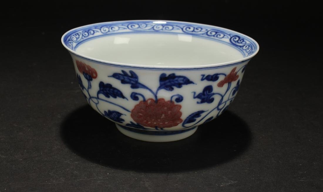 A Chinese Blue and White Porcelain Cup Display