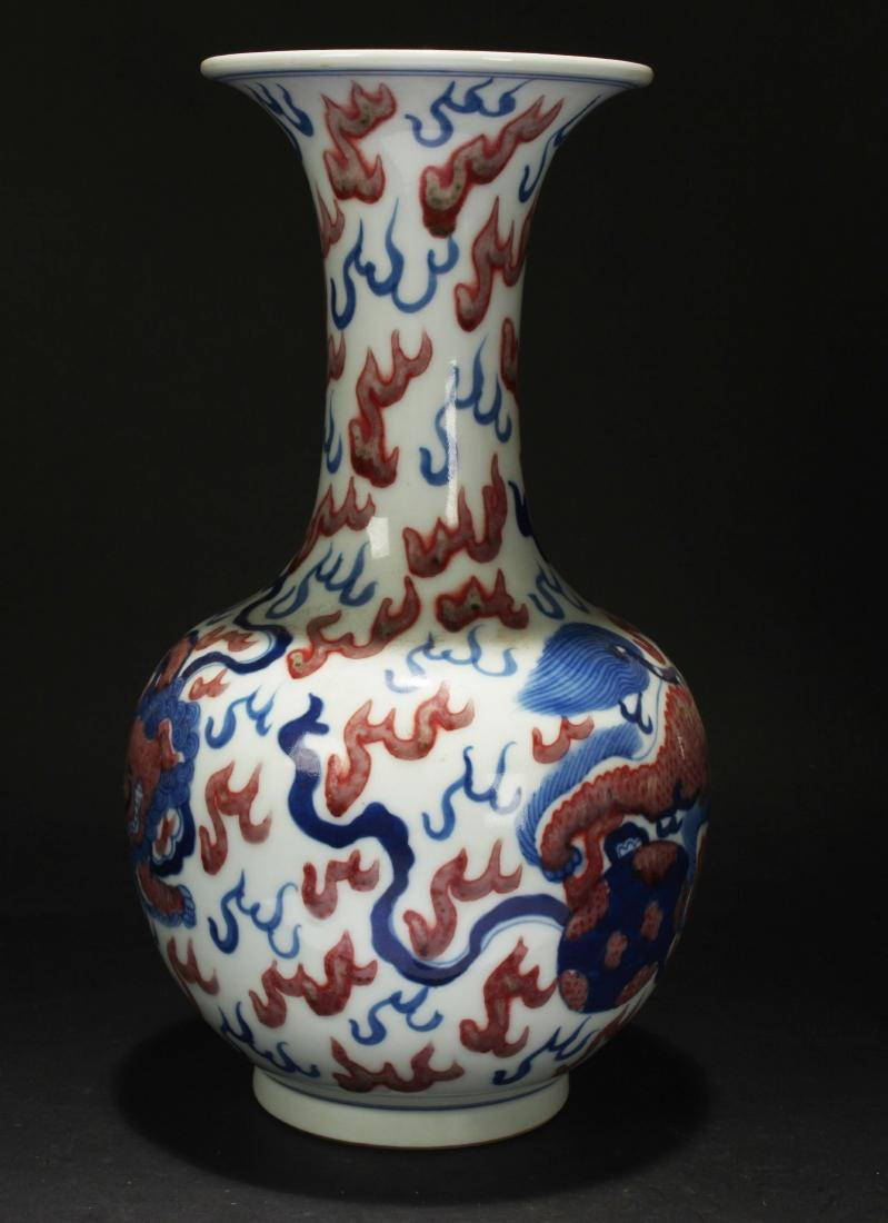 A Chinese Dragon-decorating Estate Porcelain Vase - 2