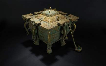 A Chinese Square-based Anicent-framing Lidded Bronze