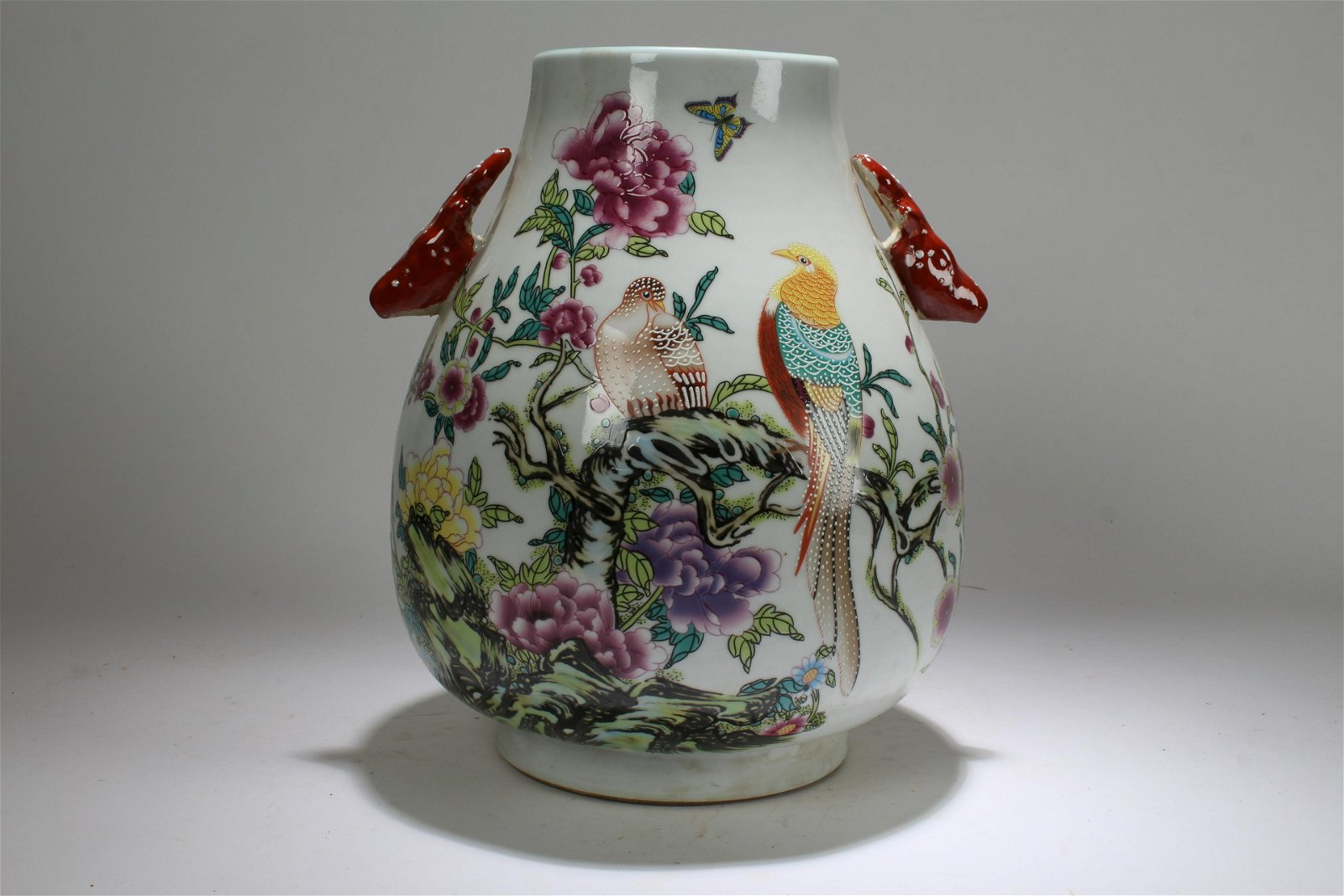 A Chinese Nature-sceen Deer-fortune Porcelain Vase