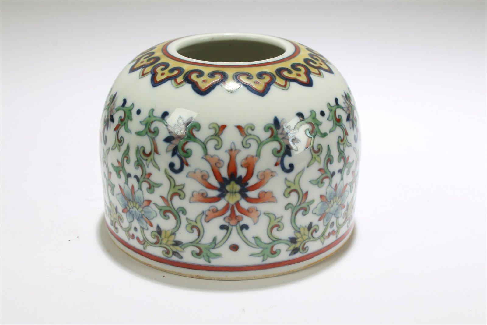 A Chinese Bat-framing Estate Fortune Porcelain Display