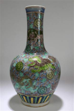 A Chinese Dragon-decorating Porcelain Vase