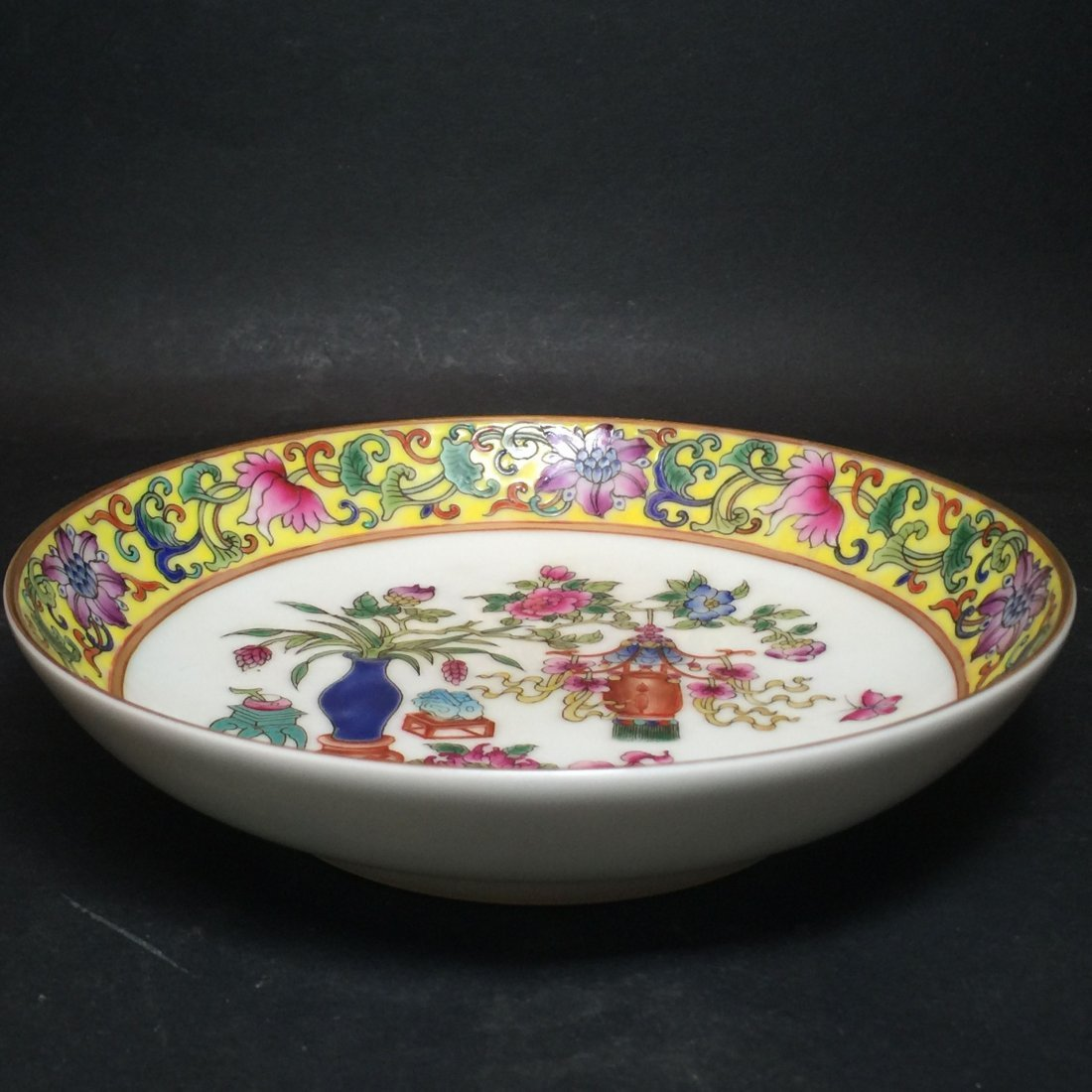 A Flower-blossom Chinese Yellow Framing Plate