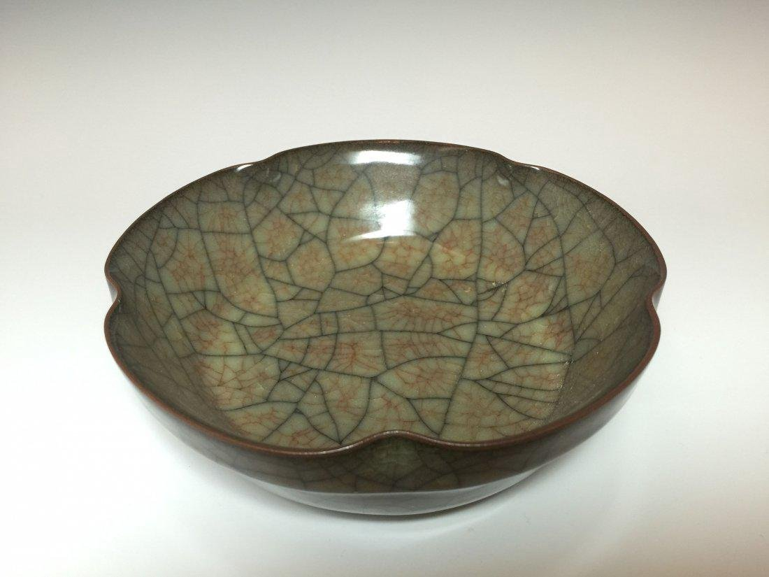 A Crack-style Chinese Porcelain Dish