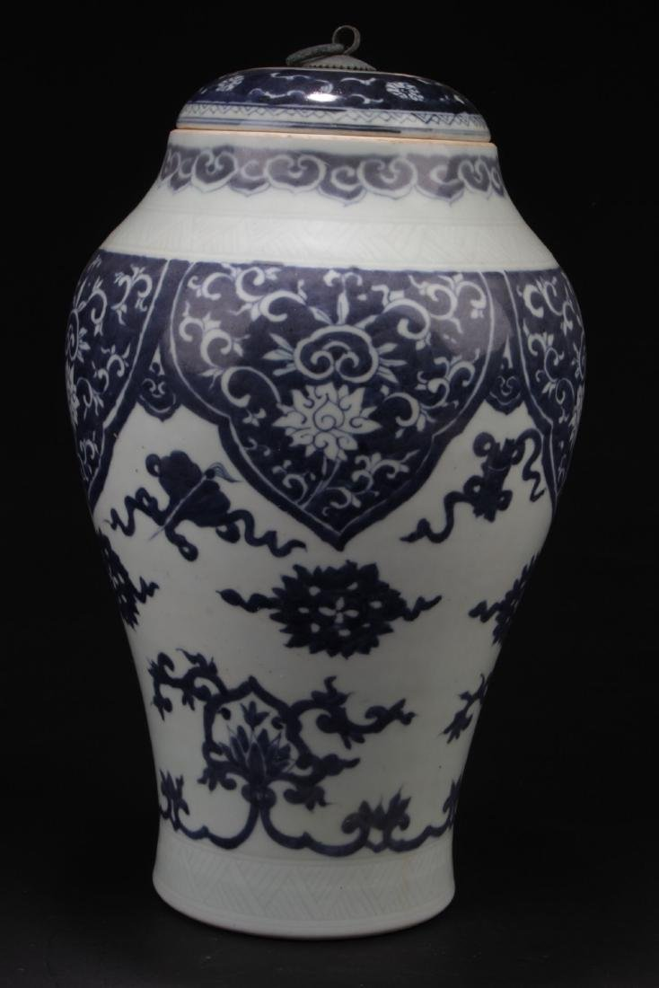 An Estate Chinese Blue and White Porcelain Vase