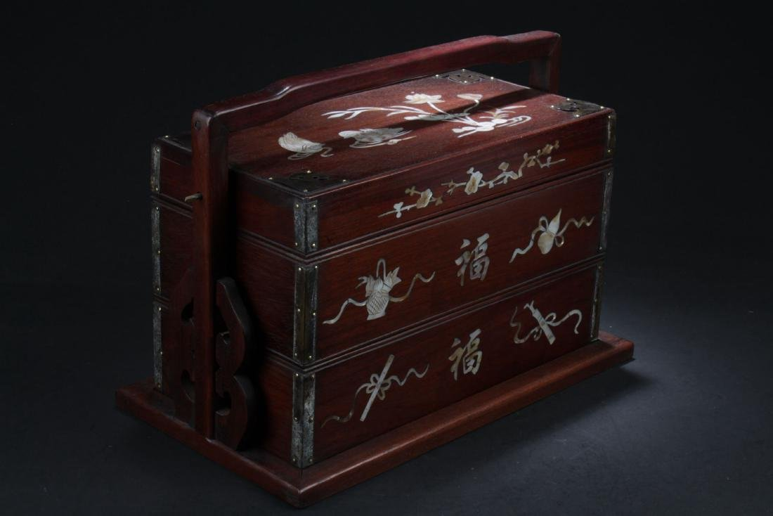 A Lidded Fortune-decorating Box
