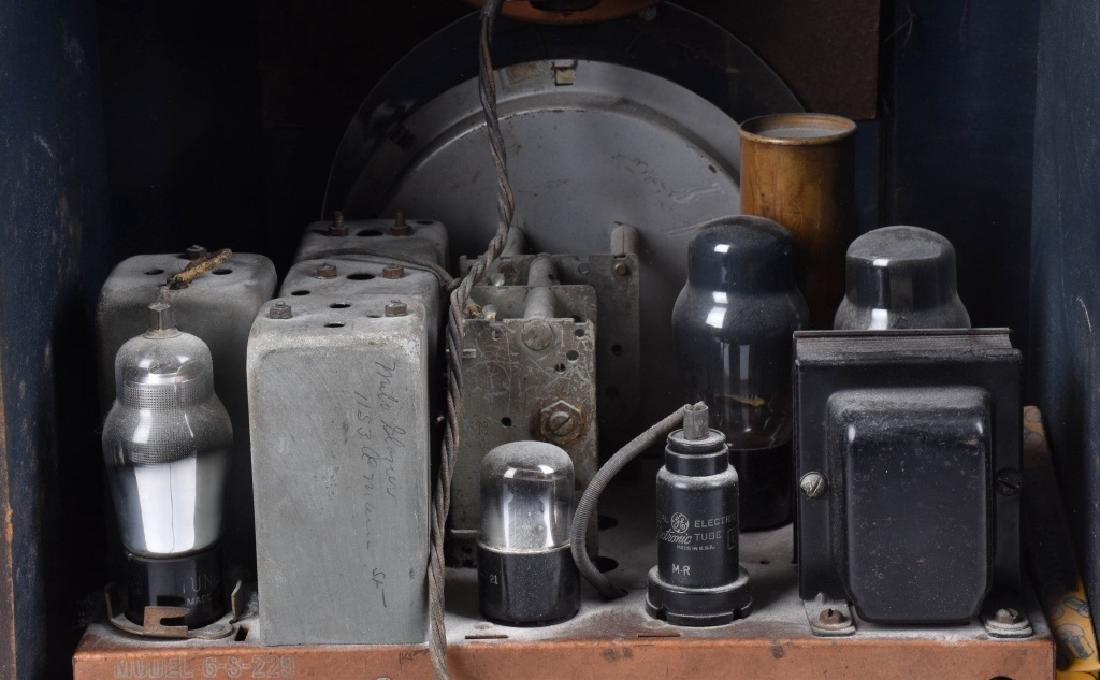 ZENITH 1939 MODEL 6-S-330 TOMBSTONE RADIO - 6