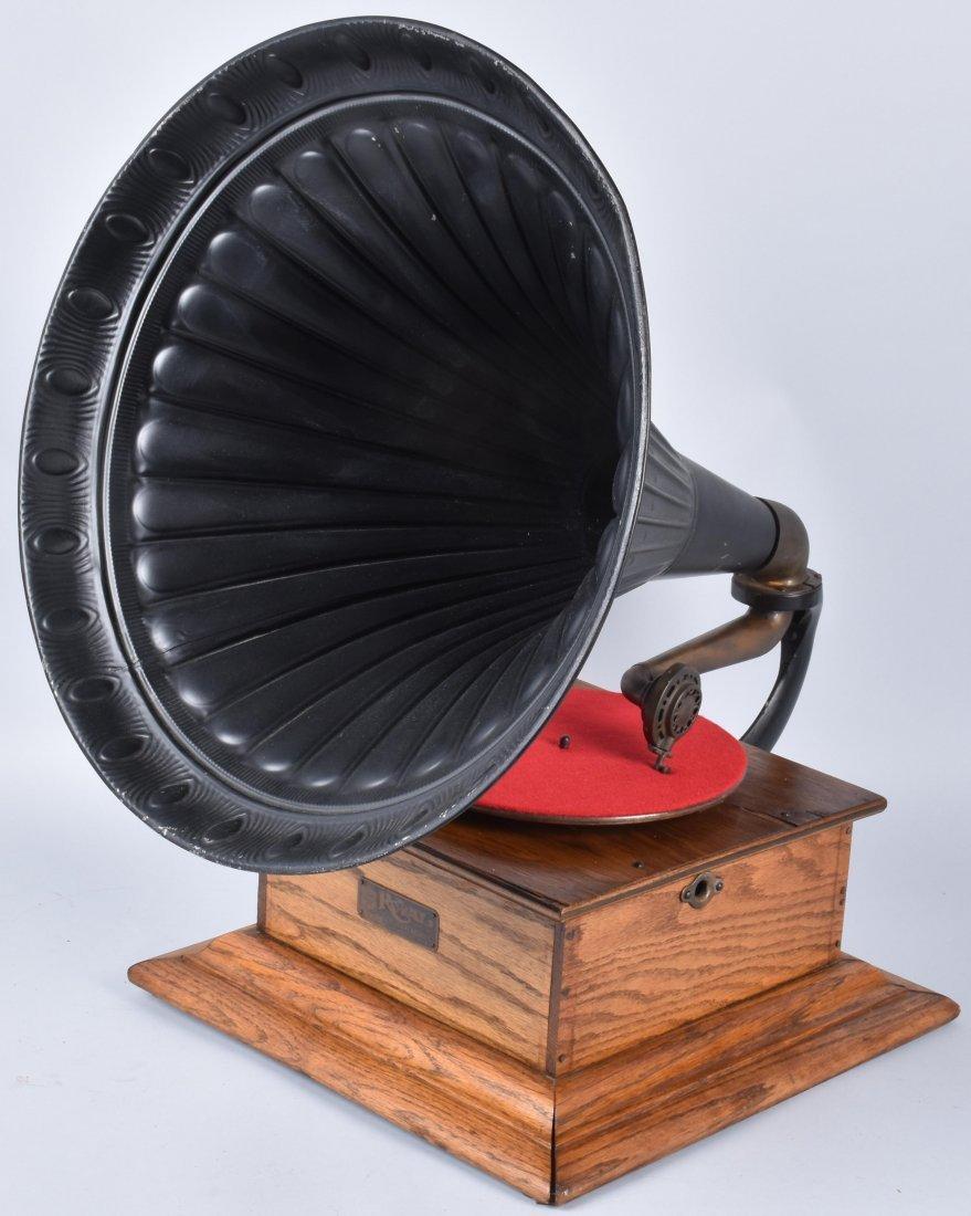 1901 ROYAL TALKING MACHINE w ORNATE EXTERNAL HORN