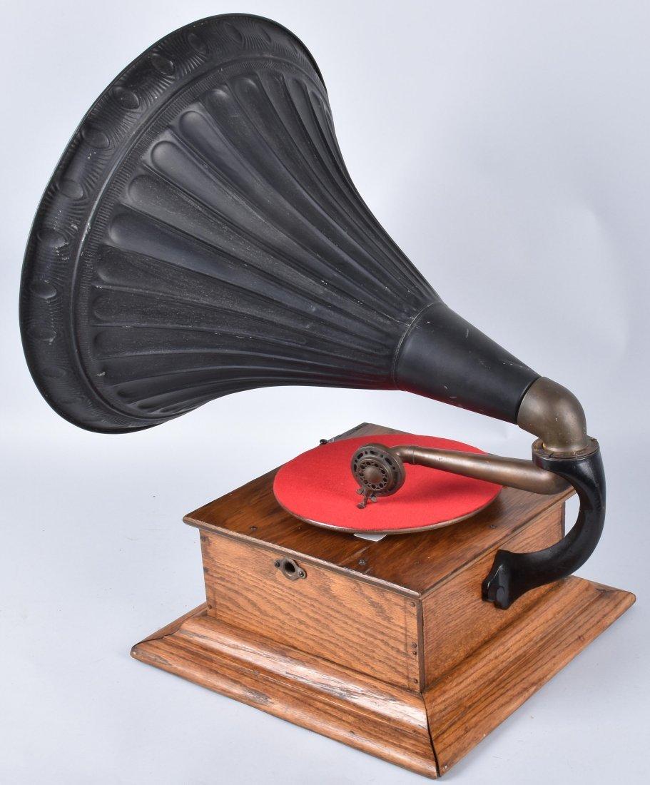 1901 ROYAL TALKING MACHINE w ORNATE EXTERNAL HORN - 2