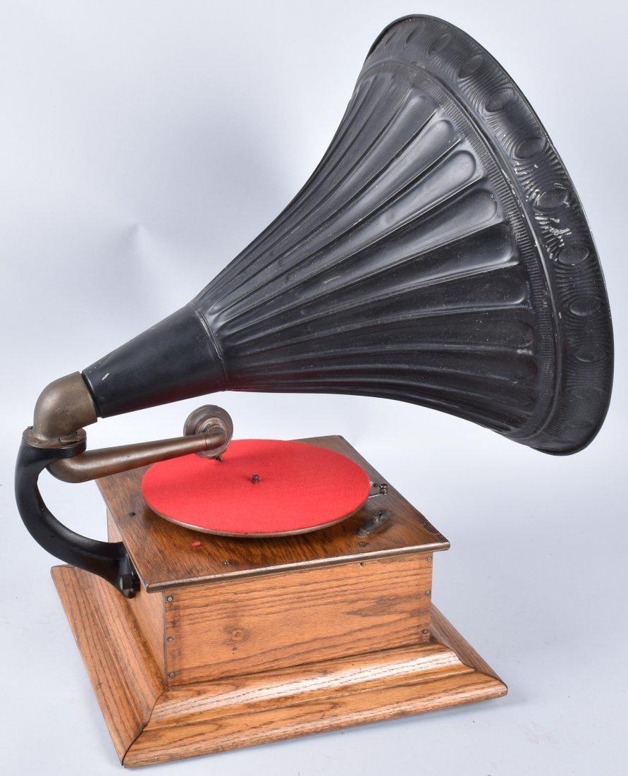 1901 ROYAL TALKING MACHINE w ORNATE EXTERNAL HORN - 3