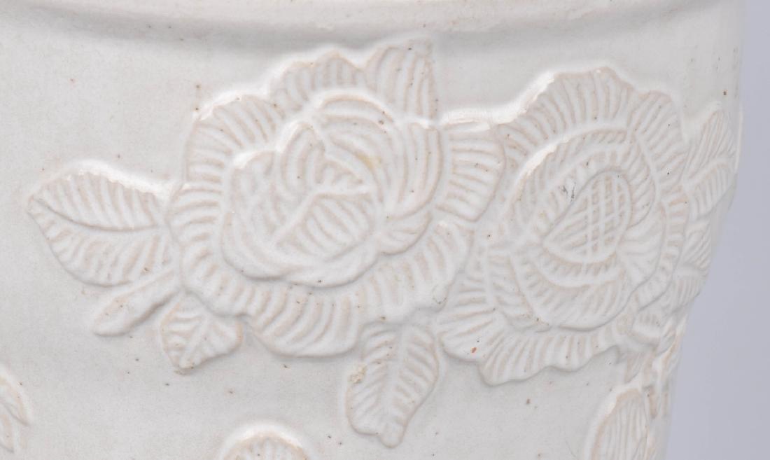 ROSEVILLE RRP CO. WHITE POTTERY PLANTER - 3