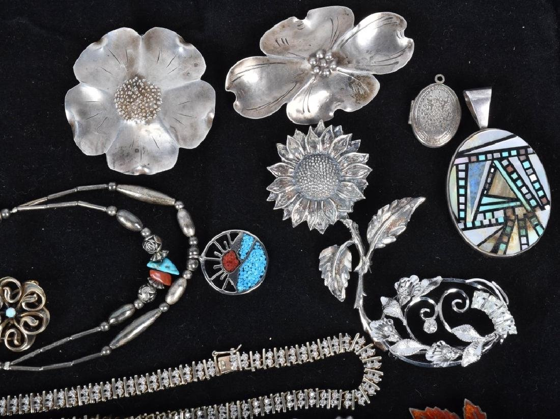 18 STERLING SILVER BROOCHES LOCKETS ETC... - 3