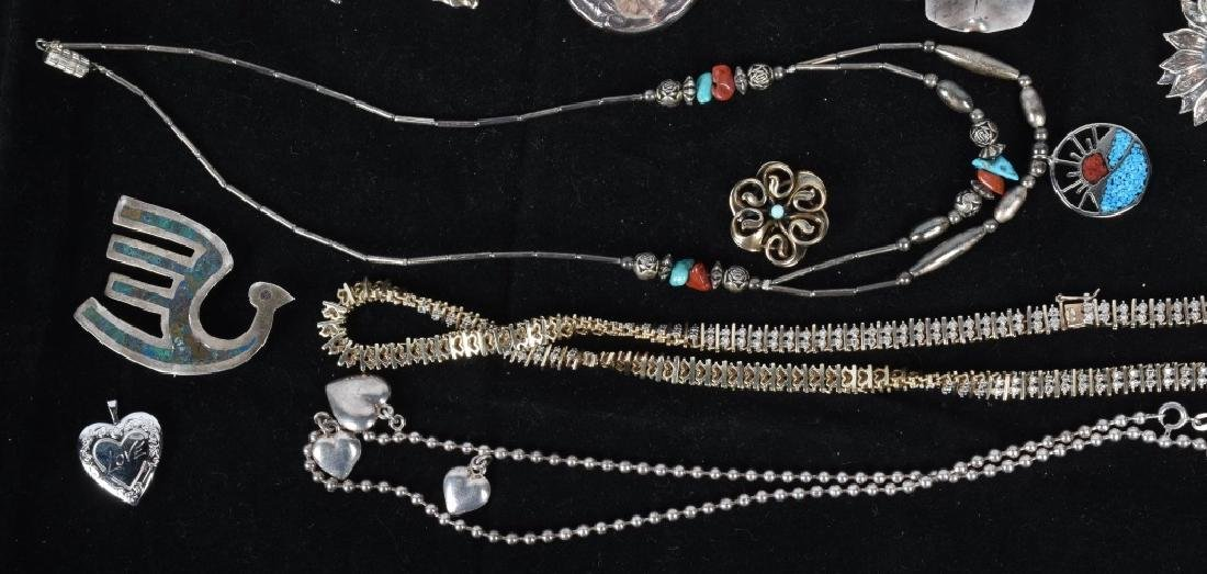 18 STERLING SILVER BROOCHES LOCKETS ETC... - 4