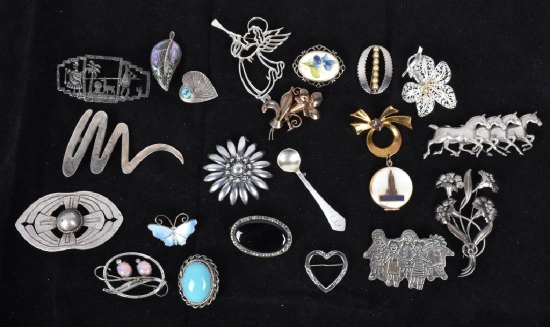 20 VINTAGE STERLING SILVER BROOCHES