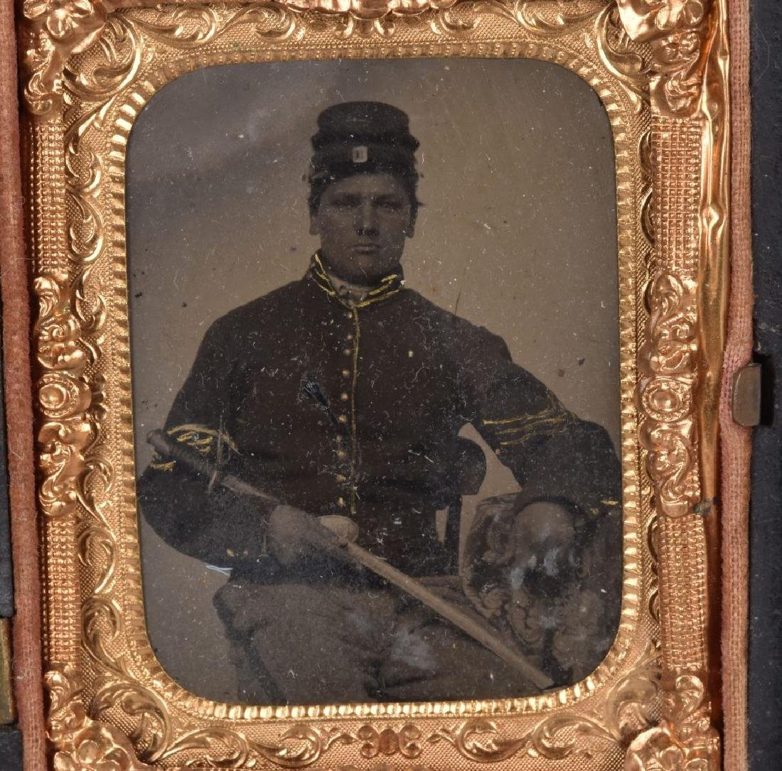 CIVIL WAR 1/9 PLATE ARMED FEDERAL TINTYPE - 2