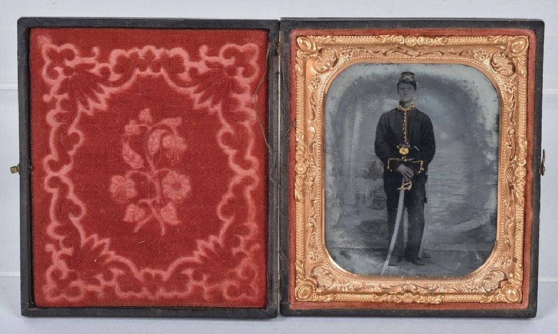 CIVIL WAR 1/6 PLATE ARMED FEDERAL TINTYPE