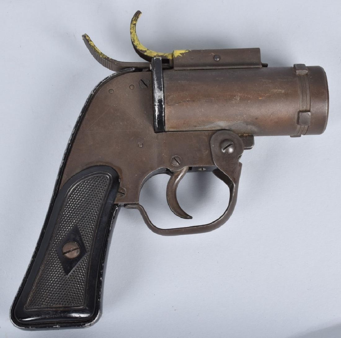 U.S. M-8 40mm FLARE GUN