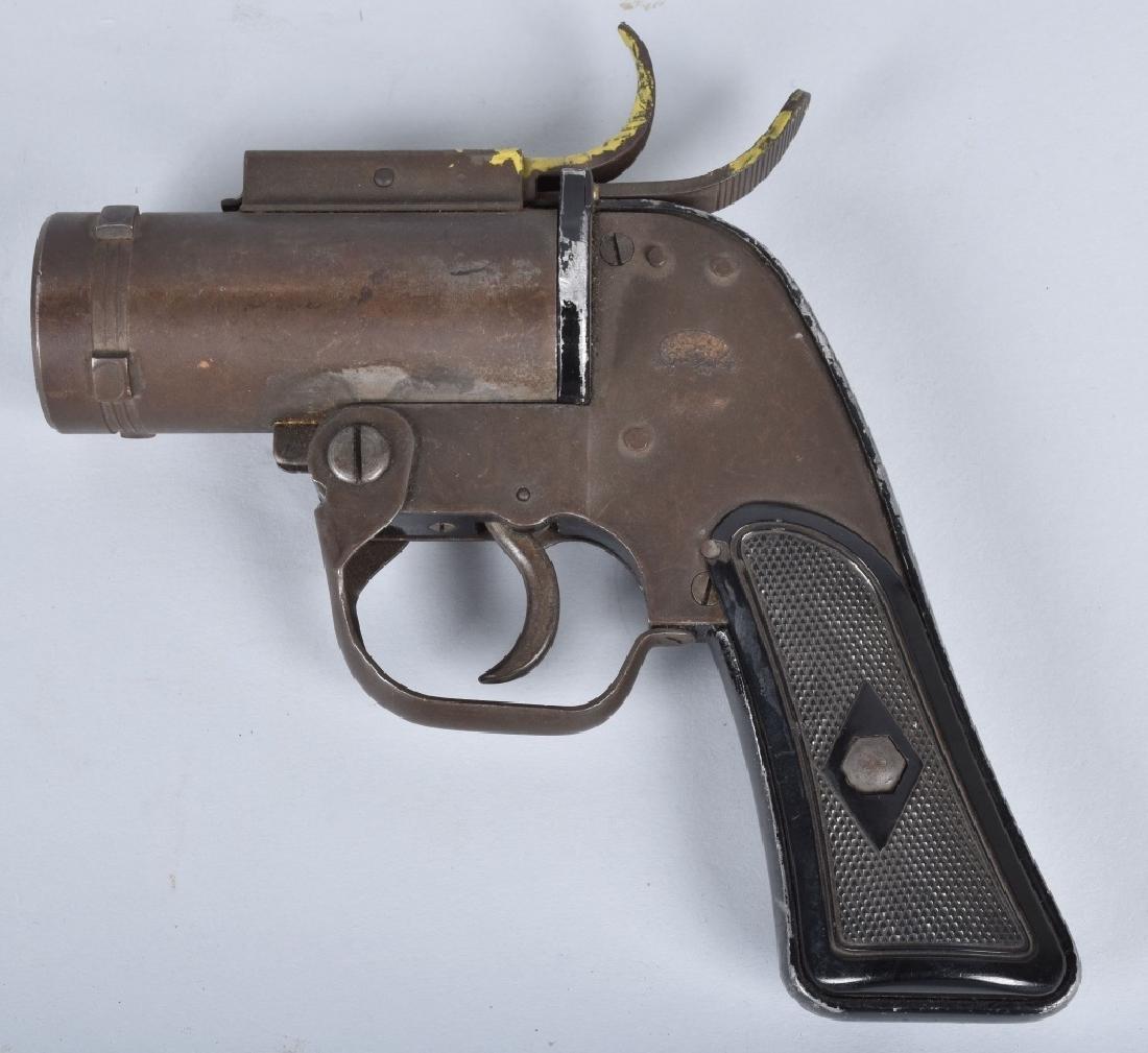 U.S. M-8 40mm FLARE GUN - 2