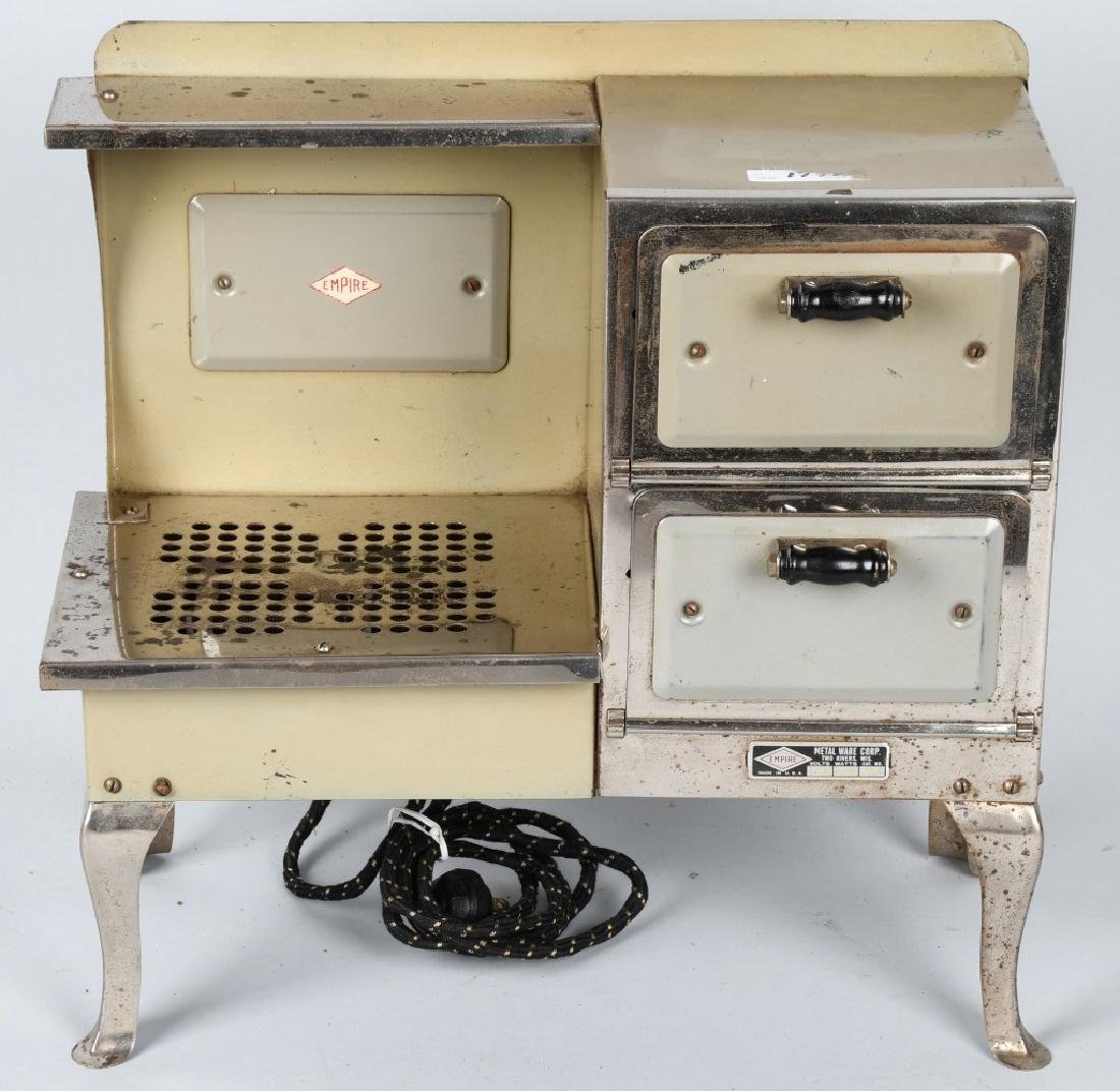VINTAGE EMPIRE ELECTRIC CHILDS STOVE - 2