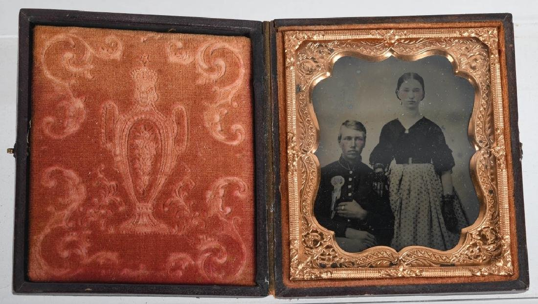 CIVIL WAR 1/6TH PLATE AMBROTYPE - SOLDIER & WIFE