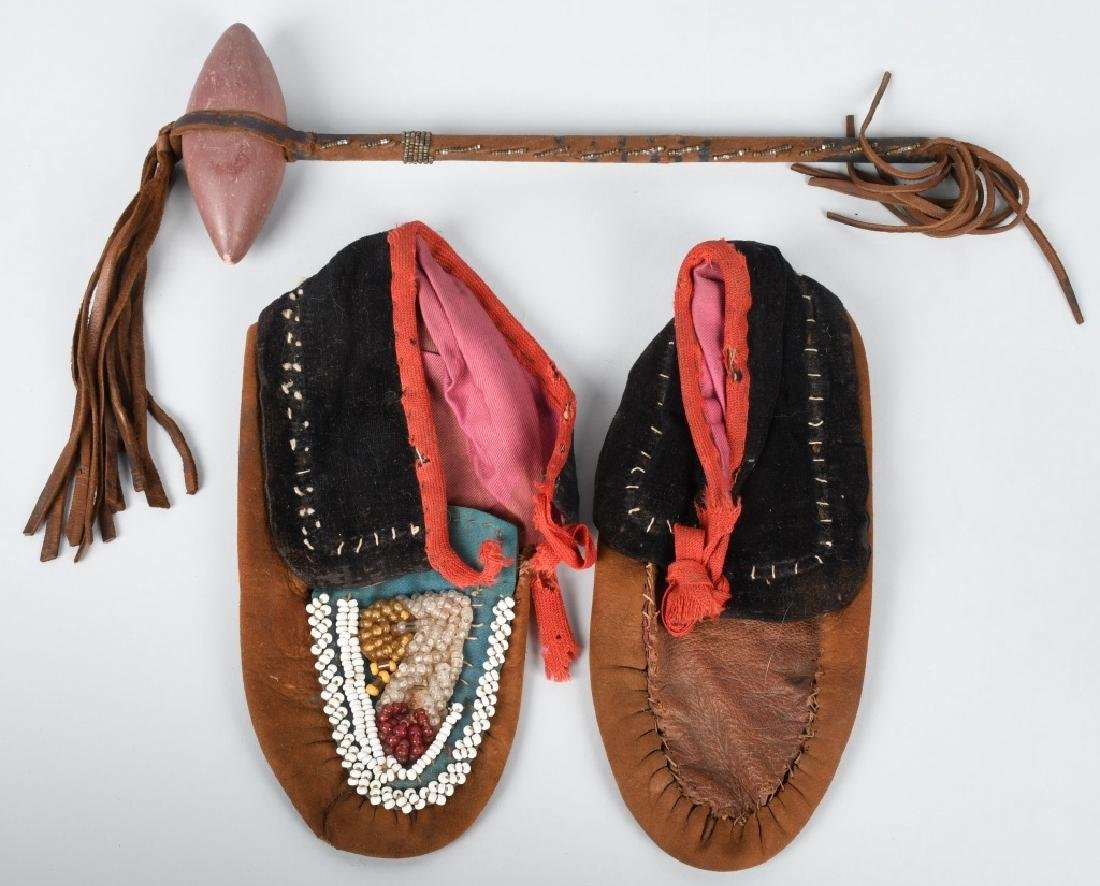19TH CENT. AMER INDIAN CHILD MOCCASINS & TOMAHAWK