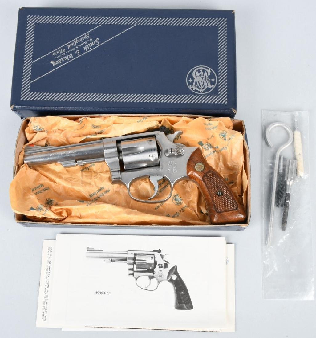 SMITH & WESSON 63, .22 REVOLVER, BOXED