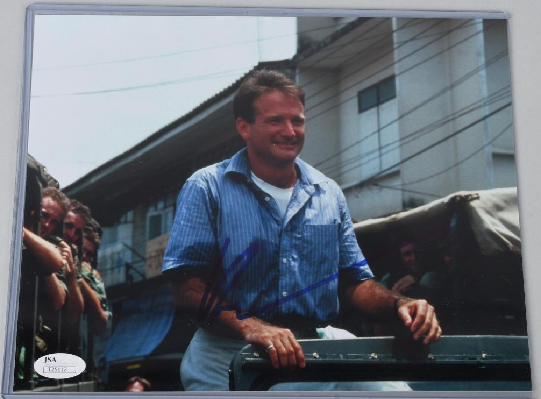 ACTOR ROBIN WILLIAMS SIGNED 8X10 PHOTO