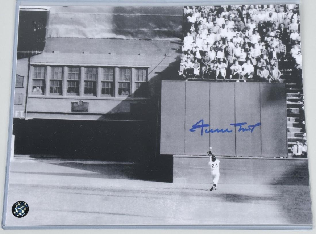 WILLIE MAYS SIGNED PHOTO 1954 WORLD SERIES
