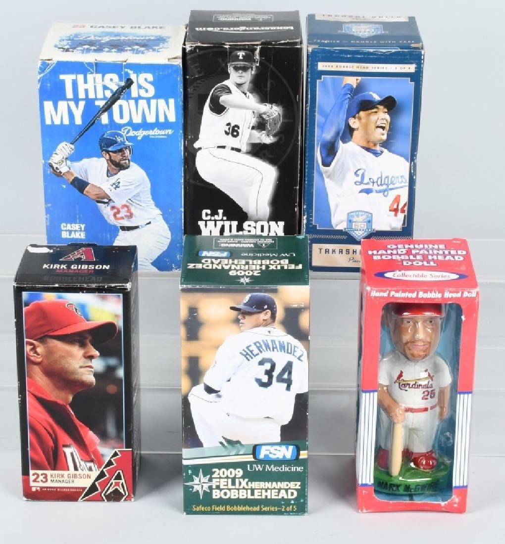 6- BASEBALL BOBBLE HEADS MIB