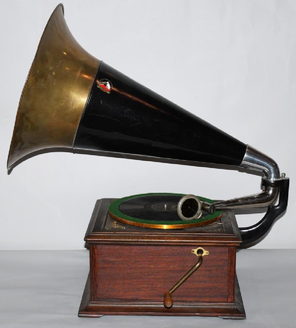 VICTOR TALKING MACHINE w/ LARGE HORN