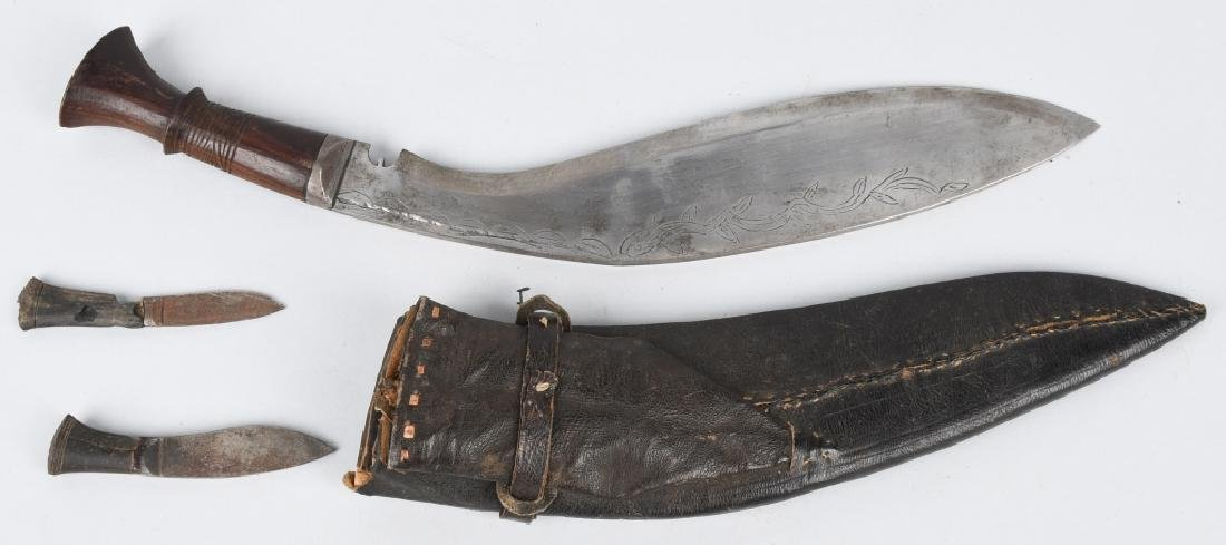 19TH CENTURY NEPALESE KUKRI KNIFE WITH SIDE KNIVES