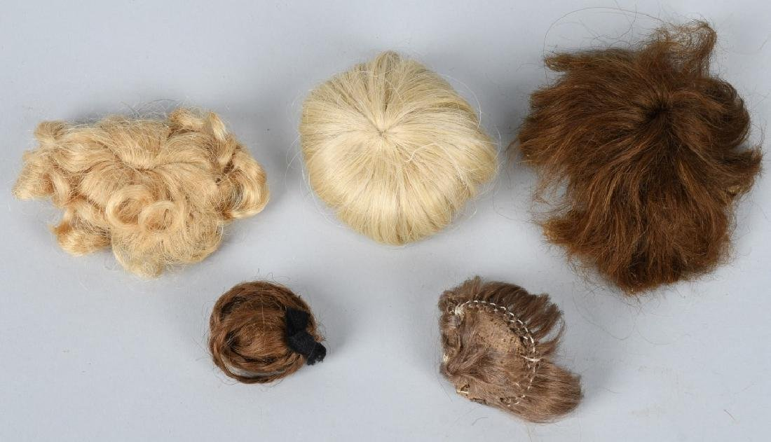 LOT of DOLL WIGS and PATES - 4