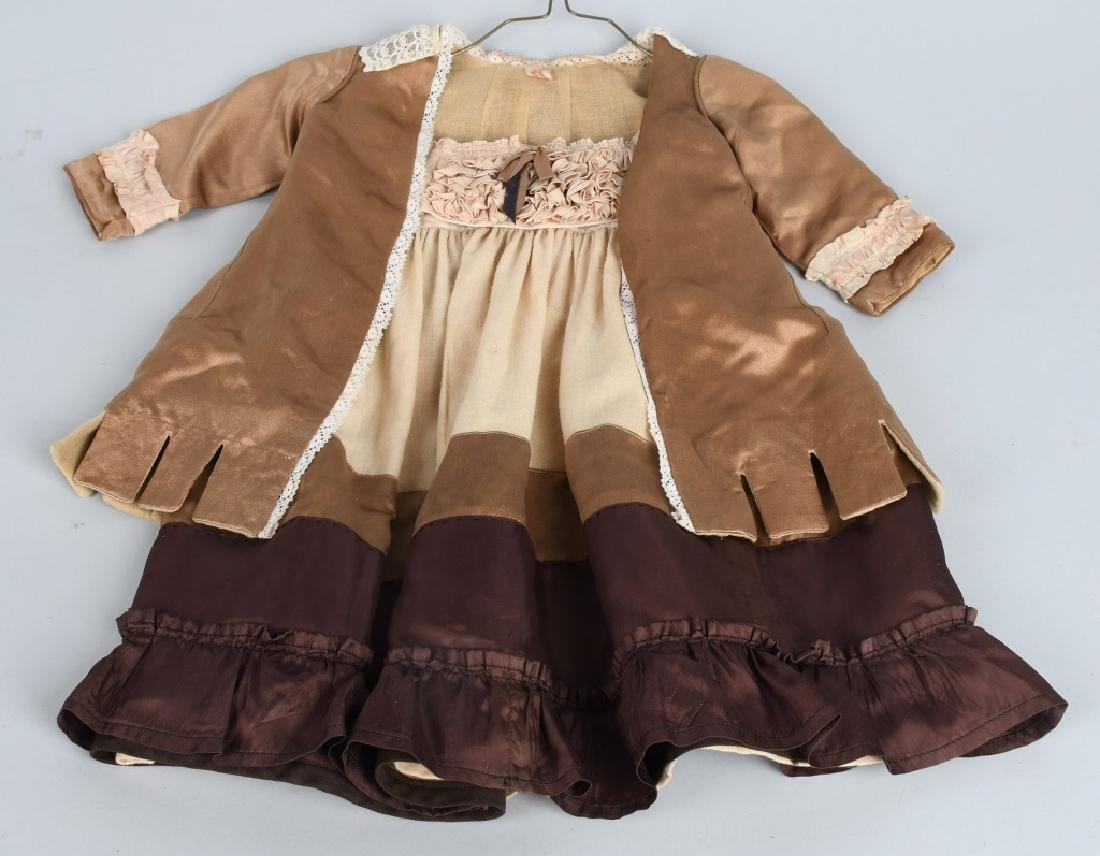 21-DOLL DRESSES and OUTFITS - 5
