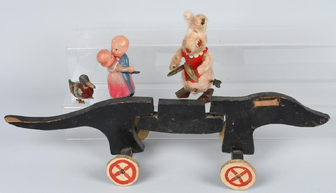 GROUP OF FOUR VINTAGE TOYS
