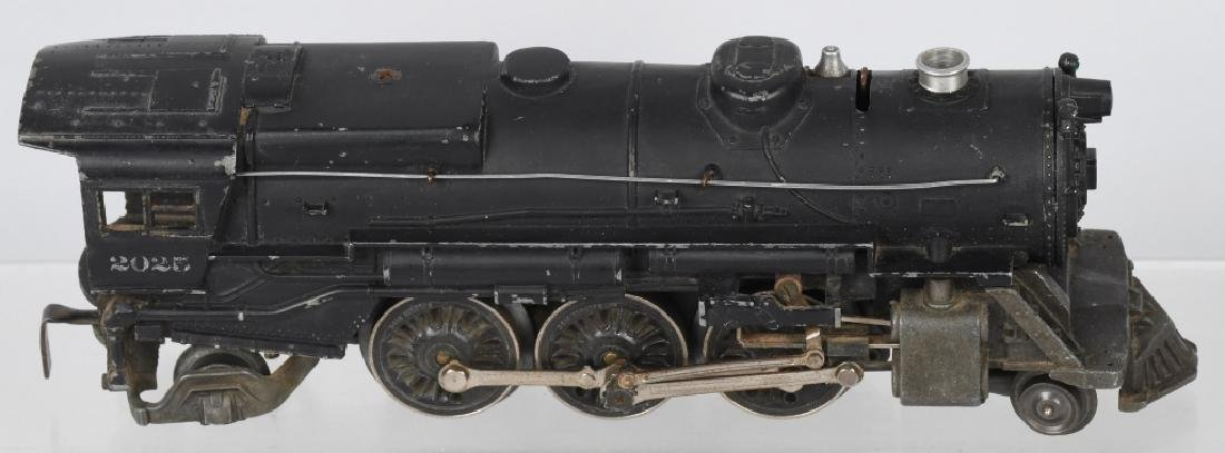 LIONEL No. 2025 ENGINE & 6466WX TENDER - 3