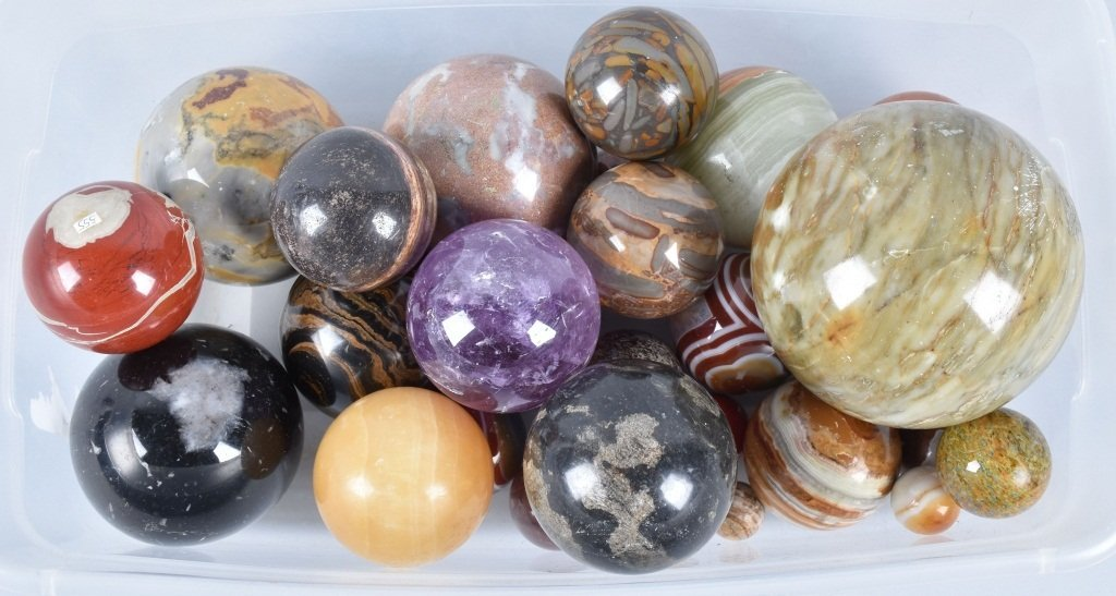 LARGE LOT OF CARPET BALL MARBLES